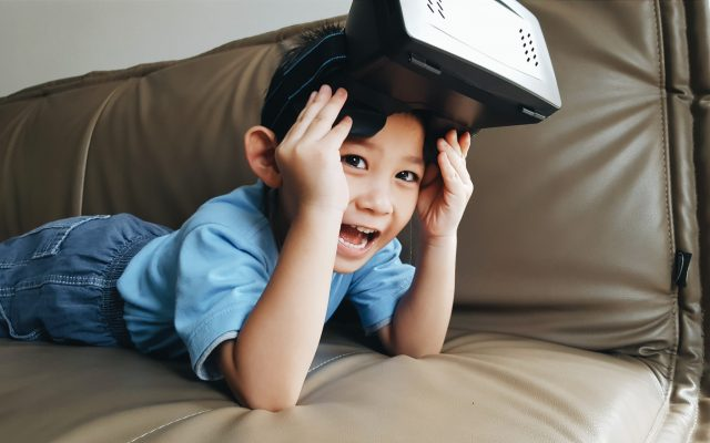 technology-technology-sofa-person-kid-device-gadget-future-goggle-360-kid-playing-augmented-reality_t20_YQRlRm